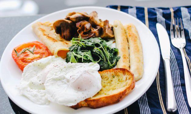 Waar of niet waar: eet je het best 's morgens als een keizer, 's middags als een koning en 's avonds als een bedelaar?
